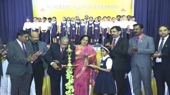 ഇന്ത്യൻ സ്കൂൾ പ്രൈമറി വിഭാഗം അവാർഡ് ദാന ചടങ്ങിൽ 450 വിദ്യാർത്ഥികളെ ആദരിച്ചു...